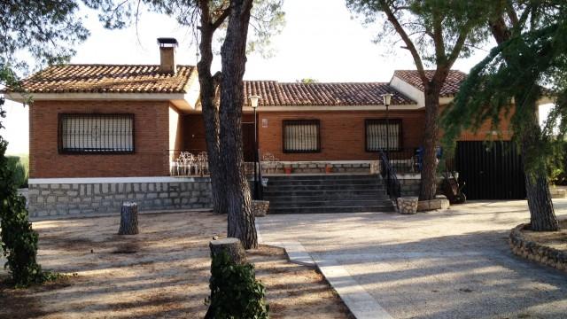 Casa de campo-Chalet El Álamo en parcela de 4.500m2