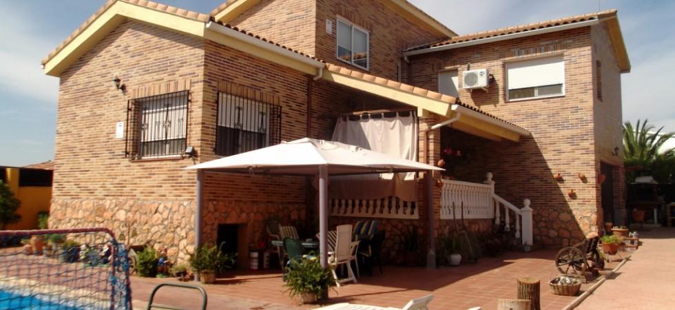 Chalet en venta independiente en El Álamo