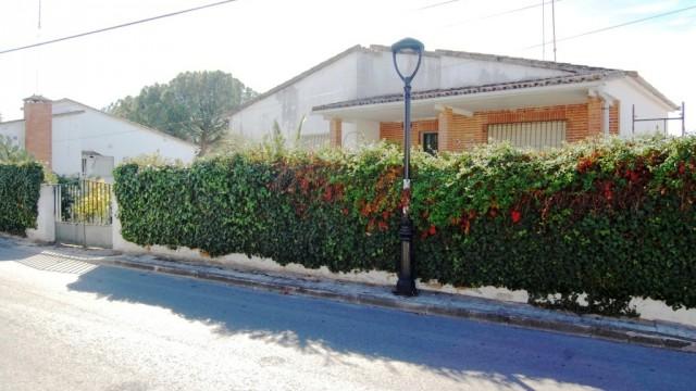Venta chalet independiente de esquina en El Álamo