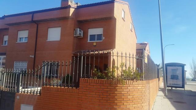 Venta Chalet pareado de esquina en Navalcarnero