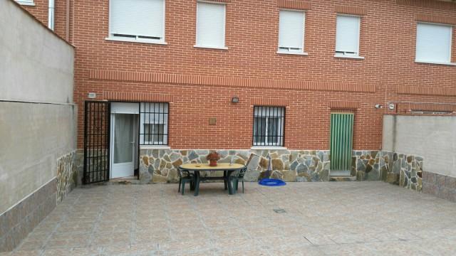 Venta casa adosada en Novés (Toledo)