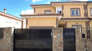 Venta chalet pareado en El Álamo 406m² de parcela