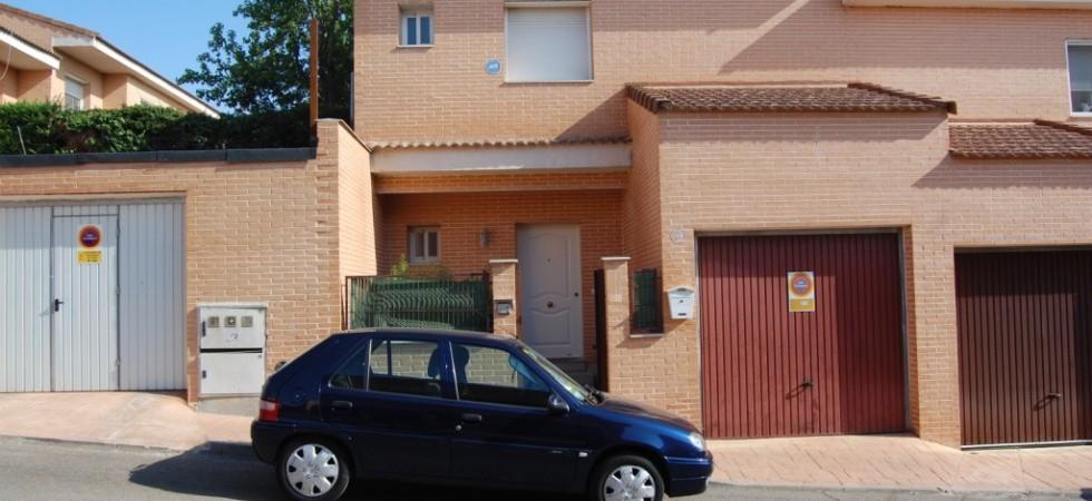 Venta alquiler u opción a compra de chalet adosado en Casarrubios del Monte