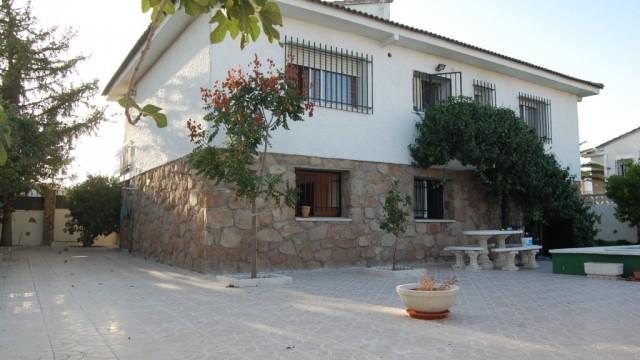 Venta chalet independiente con piscina El Álamo